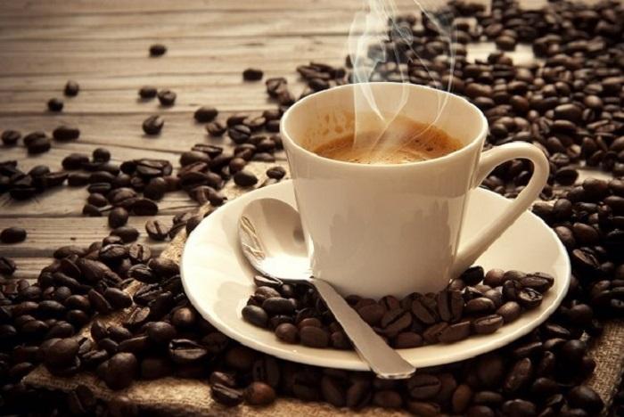 Uống cà phê làm mẹ bầu có thể cảm thấy bồn chồn, khó tiêu hoặc khó ngủ