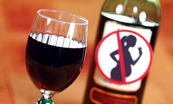 Bộ Y tế khuyên mẹ bầu trong tháng thứ 1 thai kỳ tuyệt đối nên kiêng rượu